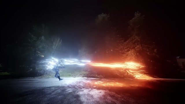 File:The Flash and Savitar firing massive bolts of lightning at each other.png