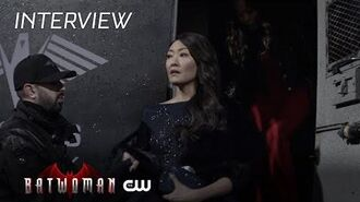 Batwoman Elizabeth Anweis - The Bat Signal Is A Lie The CW