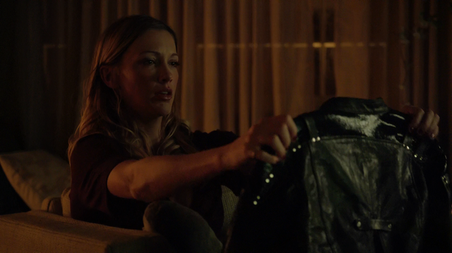 File:Laurel looks at Sara's jacket.png