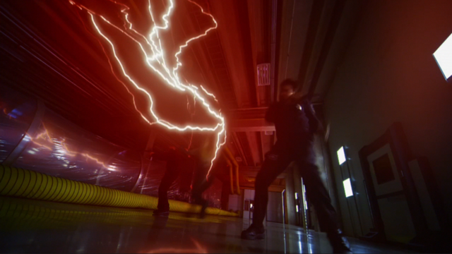 File:The Reverse-Flash killing two guards.png