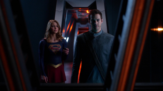 File:Kara sends Mon-El to safety.png