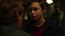 Barry niño visita a su padre mientras Joe observa