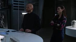 Lex helps Lena fixing Non Nocere