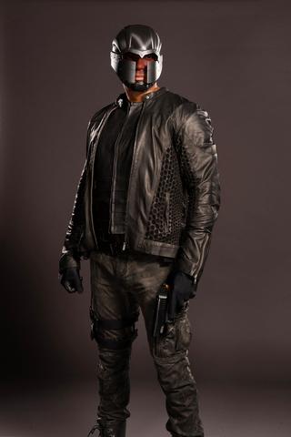 File:John Diggle season 4 promo - mask and jacket.png