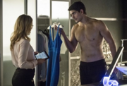 Ustv-arrow-draw-back-your-bow-felicity-ray-skin-naked