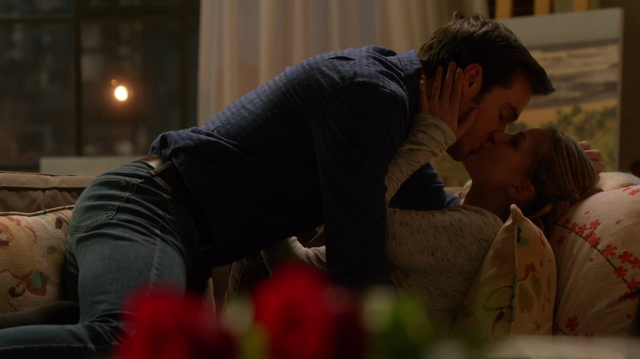 File:Mon-El and Kara make out.png