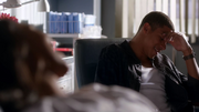 Wally West and Iris West talk in hospital (6)
