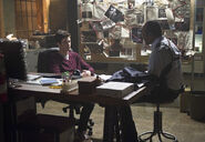 Флэш 1x09 Барри и Джо