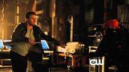 """Arrow 2x19 """"The Man Under The Hood"""" Sneak Peek!"""