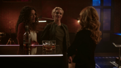 Mia and Dinah agree to keep working with Laurel as vigilantes