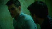 Ralph włamuje sie do celi Barry'ego, poszkując inspiracji (2)