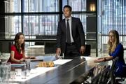 Isabel Rochev, Oliver Queen e Felicity Smoak na Corporação Queen