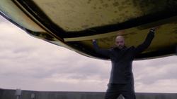 Lex sostiene el globo del Daily Planet