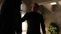 Oliver hallucinates about Diaz's stabbing him