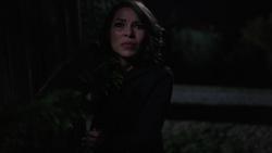 Nora vendo Iris matar Savitar