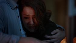 Nora abraçada com Barry