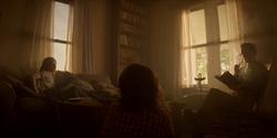 Beth despierta en la casa Cartwright