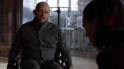 Lex le cuenta a Lena de su madre