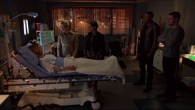 File:Team Arrow visiting Laurel in hospital.png