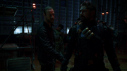 Nylander zdradza Wilsonowi, że Joe jest szefem Szakali