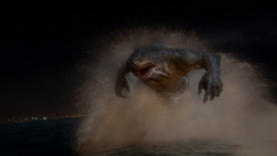 King Shark persiguiendo a Barry - The Flash - King Shark