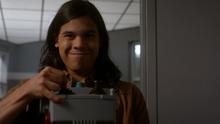 Cisco Ramon controlling the Girder