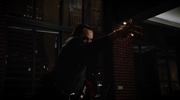 Vandal Savage fight Team Heroes in Queen loft (3)
