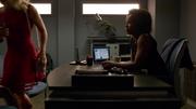 Samandra Watson poznaje w swoim biurze Felicity Smoak