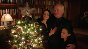 Damien Darhk, his wife and daughter in Christmas (5)