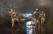 Флэш 1x14 Военные