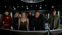 Sara e os heróis na Arrowcave