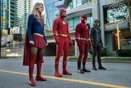 Elseworlds - Kara, Oliver, Flash, Barry