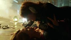 Kara e Astra lutandp