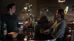 Mon-El bartender