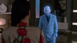 Lex le pide ayuda a Lena