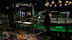 Team Arrow meets Oliver in alternate reality
