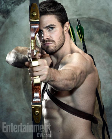 File:Oliver Queen aiming an arrow on a target background.png