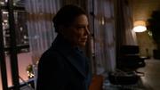 Raisa przybywa do mieszkania Queenów po ataku najemników Diaza