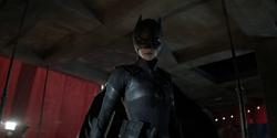 Kate como Batwoman (primeiro traje)