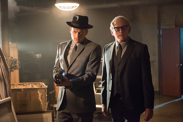 File:Leonard Snart and Martin Stein in Night of the Hawk.png