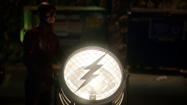 File:The Flash signaling light.png