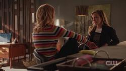 Laurel comforts Felicity