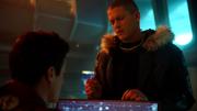 Leo próbuje namówić Barry'ego do wyżalenia się