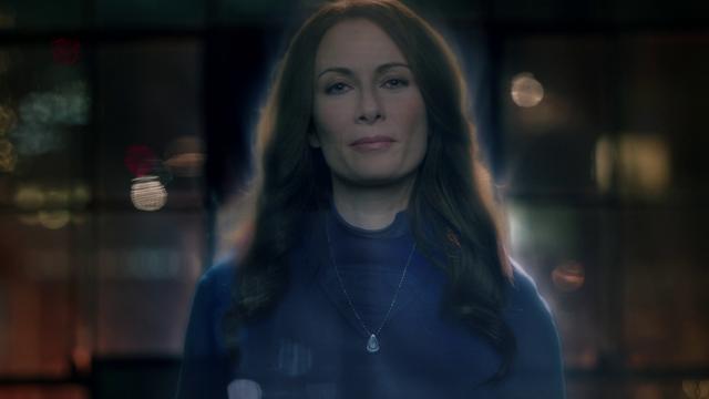 File:Alura's hologram talking to Kara.png