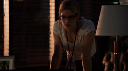 Felicity talking to Oliver's photo