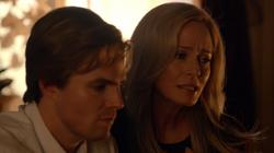 Oliver le confiesa a su madre que embarazo a una chica