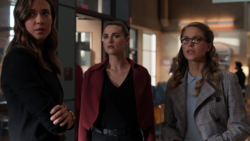 Sam talks with Kara and Lena at the hospital