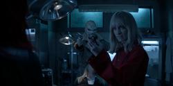 Alice consigue los lentes de Lucius