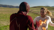 Supergirl frist meet Flash (2)