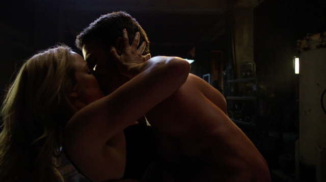 File:Oliver and Sara kiss.png